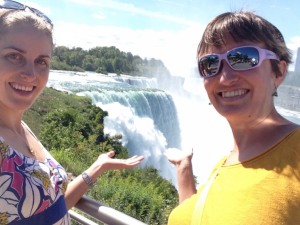 Carina and her fellow science communicator Klara Scharnagl making a stop at Niagara Falls on the way back from a film workshop in Maine.